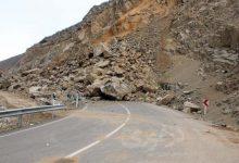 تصویر از ریزش کوه، جاده کارنج دزفول را مسدود کرد